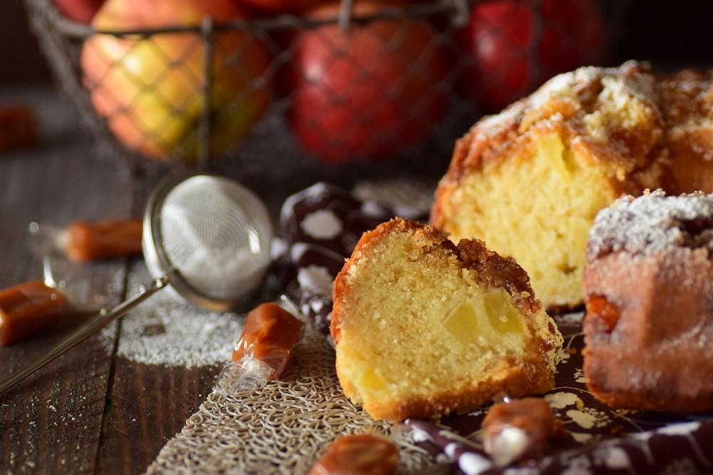 G teau au yaourt pommes et caramel beurre sal cuisimiam - Gateau au yaourt beurre ...