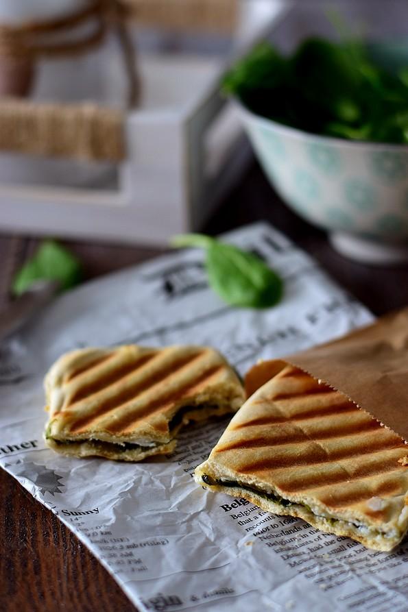 panini au fromage de ch vre miel et pinard cuisimiam. Black Bedroom Furniture Sets. Home Design Ideas