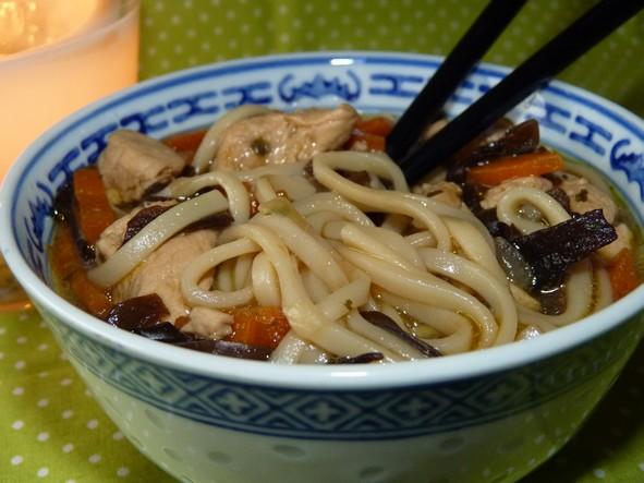 Soupe au poulet et nouilles Udon   Cuisimiam
